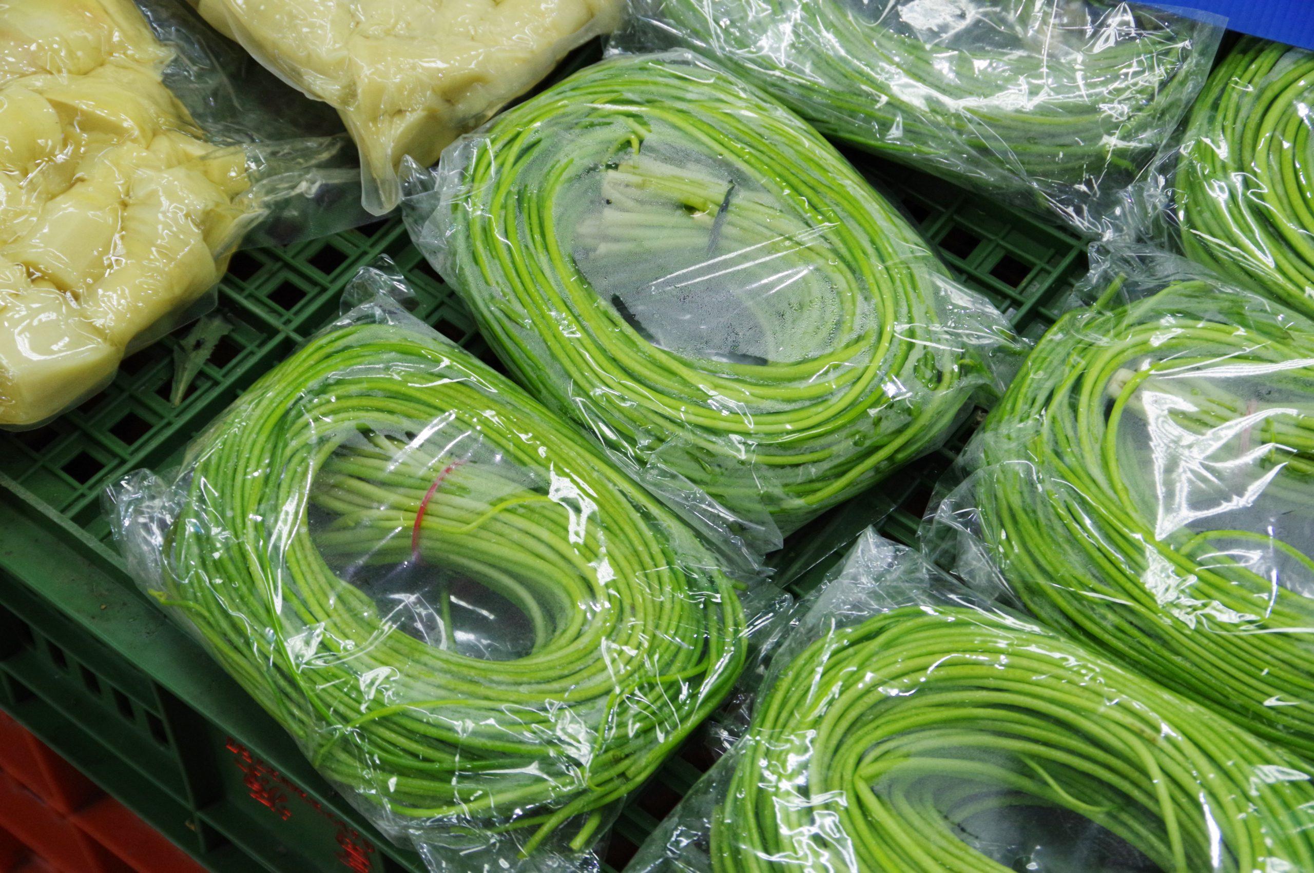 台湾野菜「水蓮菜」(後編)~市場と料理~
